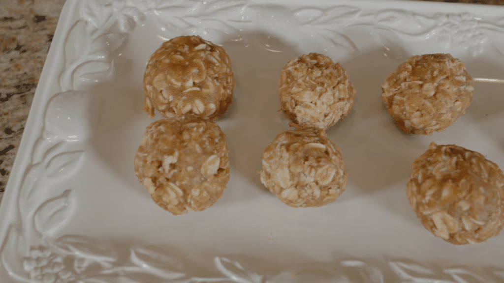 Healthy Dog Treats: Peanut Butter Oat Balls